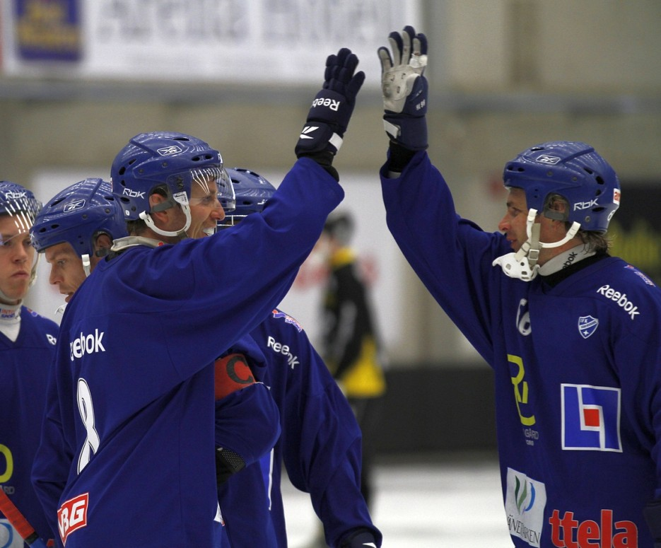"""""""High-five för passningen"""". Andreas tackar Viktor!"""